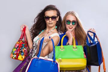 Модные девушки и сумки