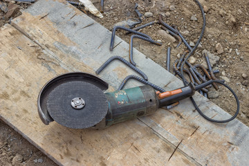 Angle grinder after cutting spacer for the rebar 2