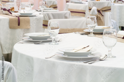 Papiers peints Table preparee an image of tables setting at a luxury wedding hall