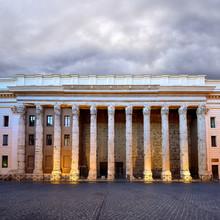 Piazza di Pietra, le Temple d'Hadrien, Rome