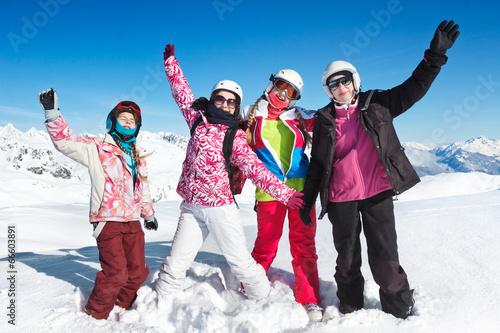 Papiers peints Glisse hiver vacances ski neige en famille