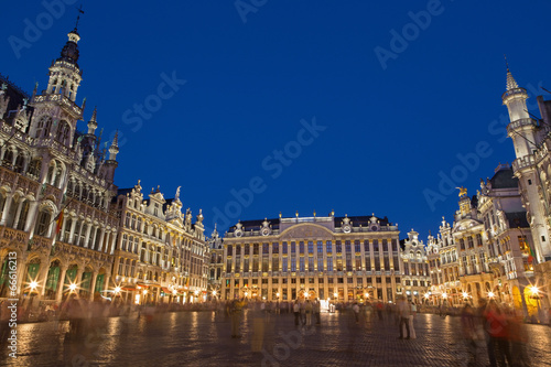 Fototapeta Brussels - Gorte Markt square and Ggrand palace in evening.
