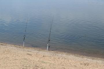 Deux cannes à pêche