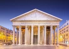 vue de Panthéon à la lumière de la nuit. Rome, Italie