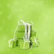 Weihnachten in Grün: Geschenke und Pakete verpackt.