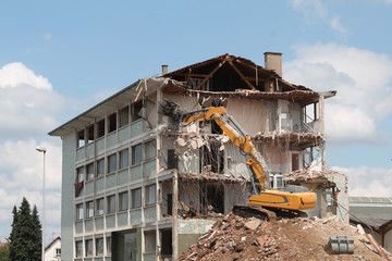 destruction d'immeuble industriel kazy