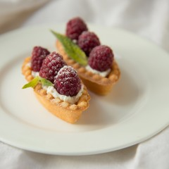 Tartlets with raspberry