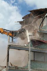 pince pour démolition immeuble kazy