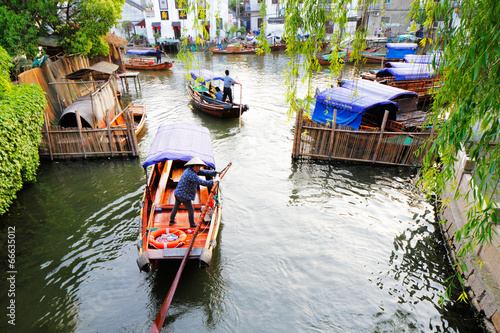 Tuinposter Kanaal Zhouzhuang in China is known as the Venice of the East