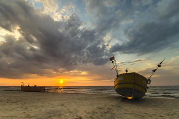 łodzie rybackie  na brzegu Morza Bałtyckiego