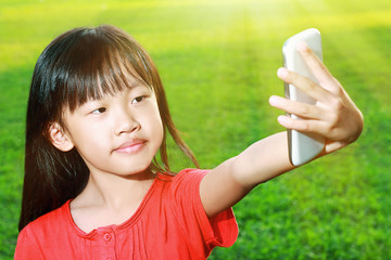 Child with smartphone