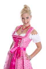 Fesches bayerisches junges Mädchen im Dirndlkleid