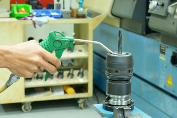 Cleaning spindle head tool