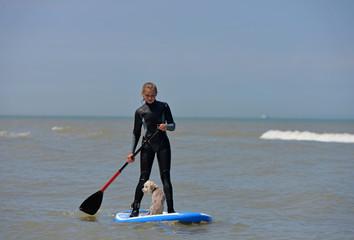 surfer avec son chien