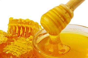 Honig vor weißem Hintergrund