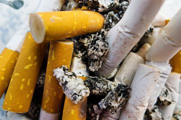 Zigarettenstummel, Kettenrauchen