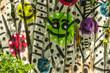 canvas print picture - Bunte Smileys an einem Bretterzaun