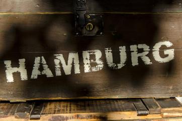 Hamburg Schriftzug auf Holzkiste