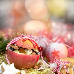 Bratapfel mit Nüssen und Zimt
