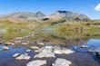 Pietre e lago di montagna