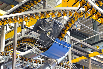 Industriemaschinen im Versandabteil einer Zeitungsdruckerei