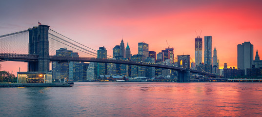 Brooklyn bridge and Manhattan at dusk