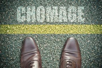 concept pieds sur la route et message - chômage