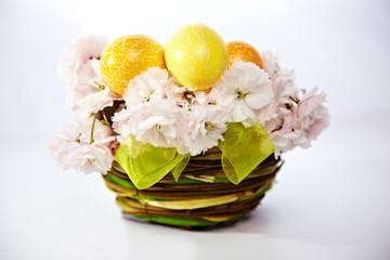 Ostereier im Kirschblütennest