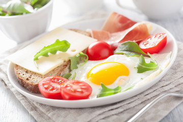fried egg ham tomatoes for healthy breakfast