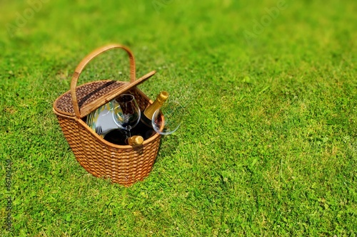 Deurstickers Picknick Picnic basket in the grass