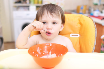 baby age of 20 months eats oatmeal