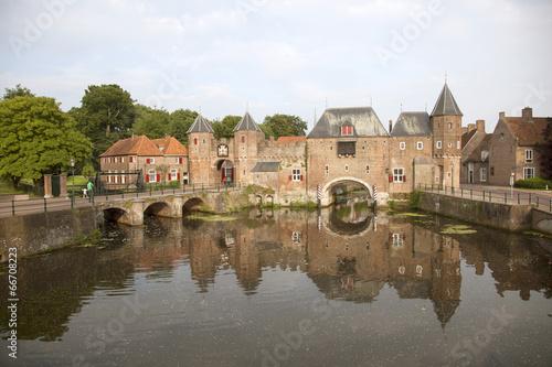 Foto op Aluminium Oude gebouw de koppelpoort in Amersfoort