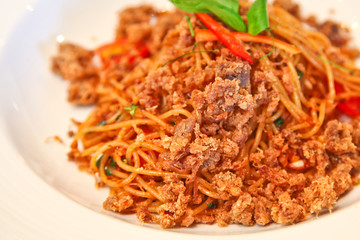 Spicy spaghetti with crispy pork