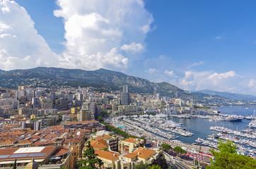 モナコ湾とモナコの街並み
