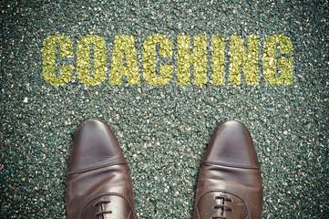 concept pied sur la route et message - coaching