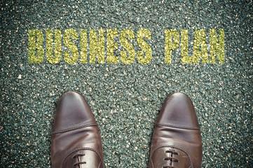 concept pied sur la route et message - business plan