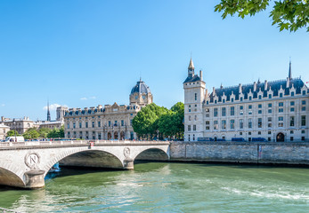 Pont Saint Michel et Palais de Justice de Paris