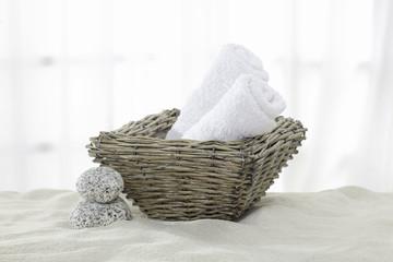 Handtücher, Handtuchrollen im Korb