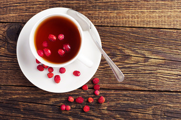 Tea with wild strawberries