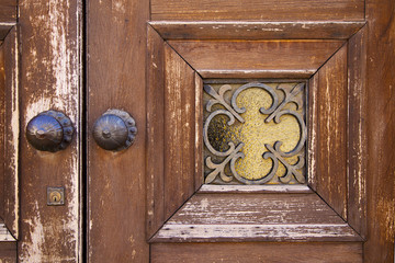 brass brown knocker and wood    caronno varesino varese