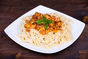 Spaghetti with chicken and vegetable