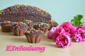 Einladung - Schokoladenkuchen mit Blumendekoration