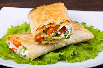 Pitta wrapped with cottage cheese and vegetables