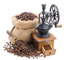 Martwa natura z kawy samodzielnie na białym tle