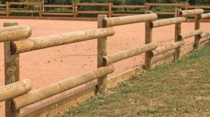 clôture en rondins de bois