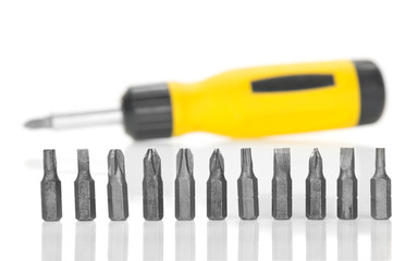 Mechanical screwdriver and set of the heads