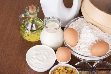 Dairy products, eggs, flour, sunflower oil, raisin