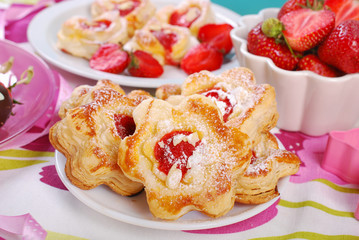 puff pastry cookies with strawberry and almonds