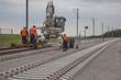 chantier de pose de rails - 66758048