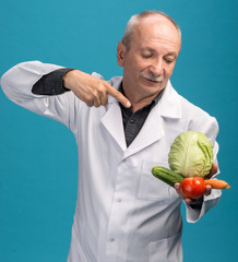 Male doctor holding vegetables